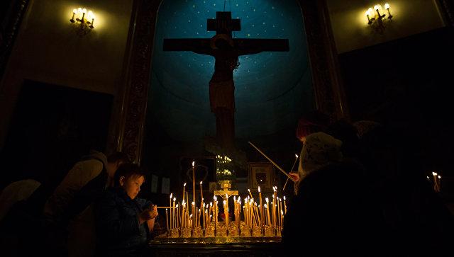 Прихожане во время праздничного Рождественского богослужения в Казанском соборе Санкт-Петербурга. Архивное фото