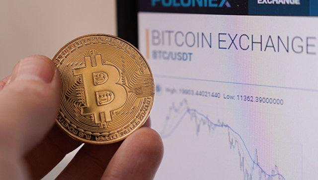 Стоимость биткоина снижается на фоне внимания к новым криптовалютам