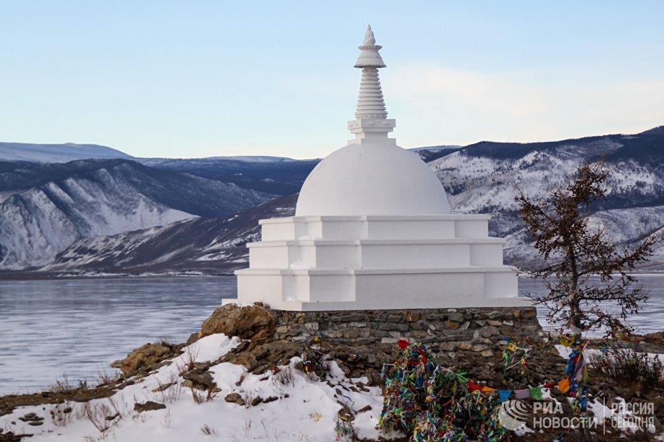Буддийская Всеблагая Ступа Великого Просветления на острове Огой
