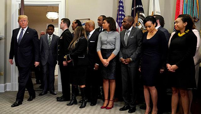 Президент США Дональд Трамп перед подписанием прокламации в честь Мартина Лютера Кинга-младшего в зале Рузвельта Белого дома в Вашингтоне, США. 12 января 2018