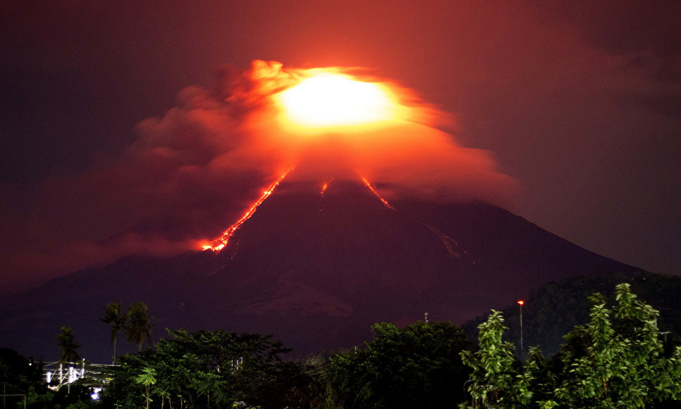 Извержение вулкана Майон на Филиппинах. 15 января 2018 года