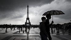 Прохожие в Париже