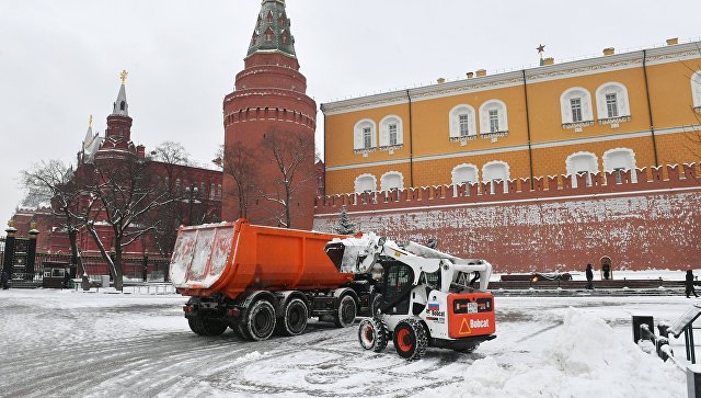 Порядка 350 тыс. кубометров снега вывезли засутки сулиц столицы