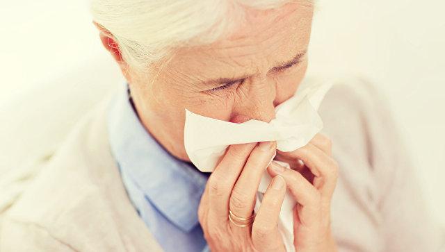 Бабушка с носовым платком
