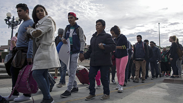 Мигранты из Центральной Америки, ищущие убежища в США, на границе Мексики и США