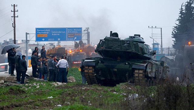 Турецкая военная техника недалеко от турецко-сирийской границы в провинции Хатай. 17 января 2018