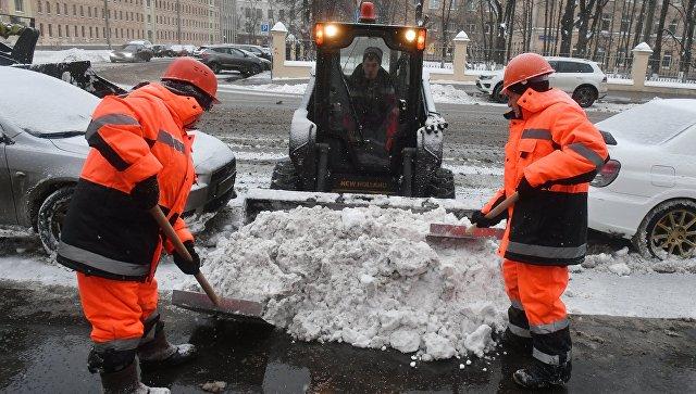 Снегоуборочная техника коммунальных служб Москвы. Архивное фото