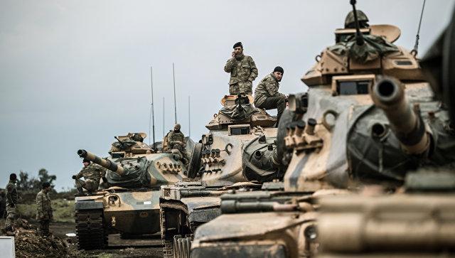 Турецкая бронетехника на турецко-сирийской границе. Архивное фото