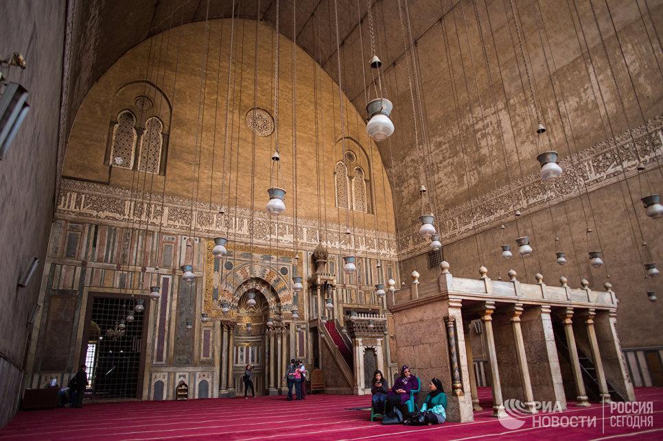 Интерьер мечети султана Хассана в Каире
