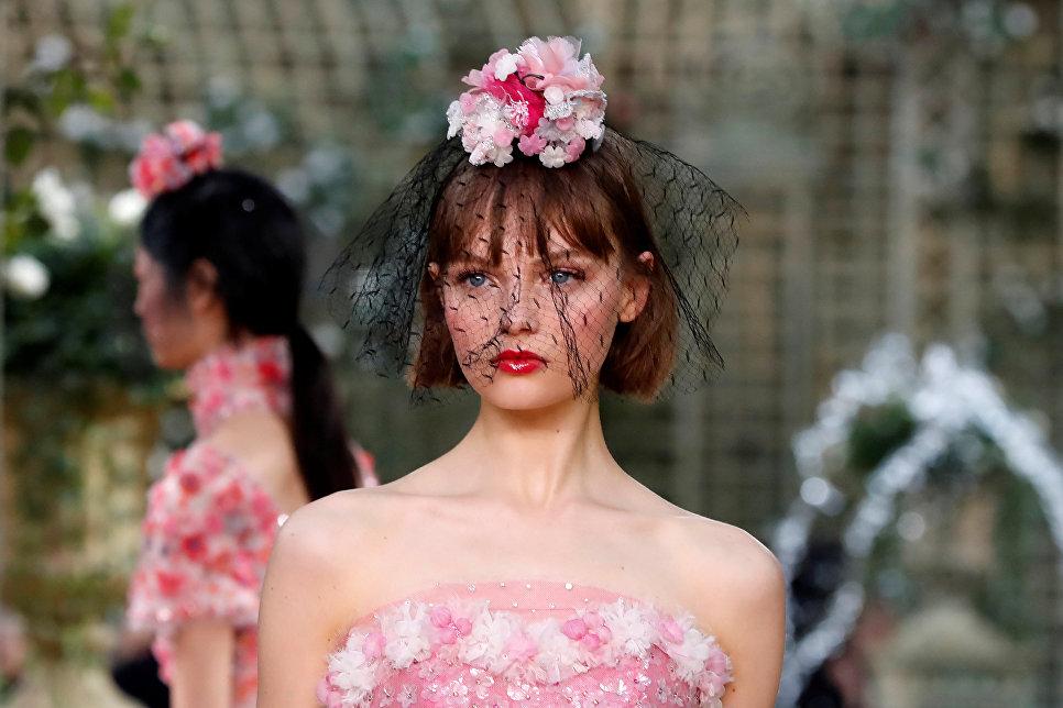 Показ коллекции Karl Lagerfeld для дома моды Chanel в рамках Недели высокой моды в Париже