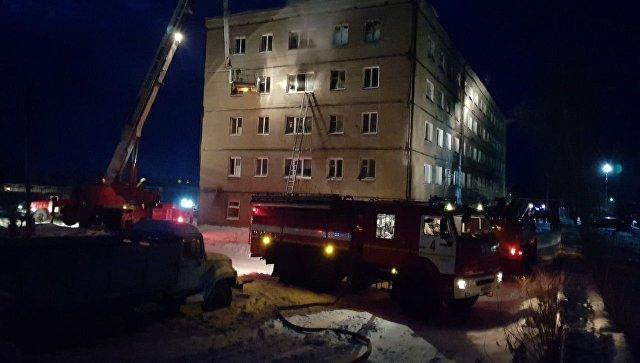 На месте пожара в здании семейного общежития в поселке Новоомский. 28 января 2018