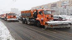 Чистка дорог от выпавшего снега в Москве. Архивное фото