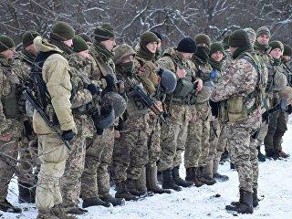 Военнослужащие вооруженных сил Украины на линии разграничения в Донбассе. Архивное фото