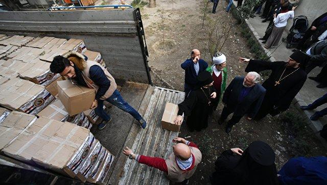 Раздача гуманитарной помощи в Дамаске. Архивное фото