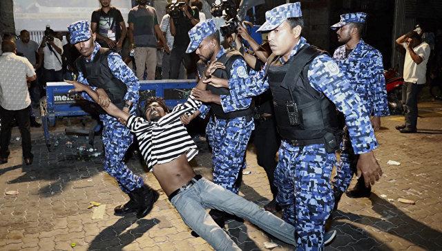 Задержание участников митинга сторонников оппозиции в Мале, Мальдивские Острова