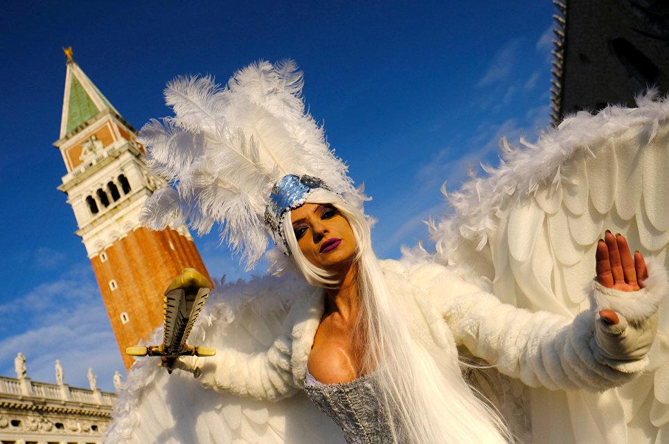Участница Венецианского карнавала, Италия