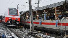 На месте столкновения двух пассажирских поездов в Никласдорфе, Австрия. 12 февраля 2018 года