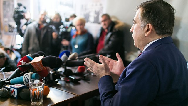 Михаил Саакашвили во время пресс-конференции в Варшаве