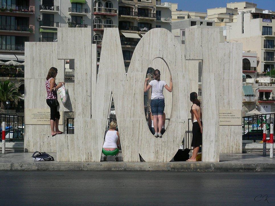 Монумент Evol на Мальте
