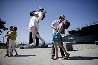 Скульптура Поцелуй в Сан-Диего