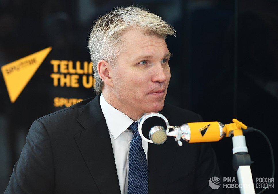 Министр спорта РФ Павел Колобков во время интервью в студии радио Sputnik на Российском инвестиционном форуме в Сочи. 15 февраля 2018