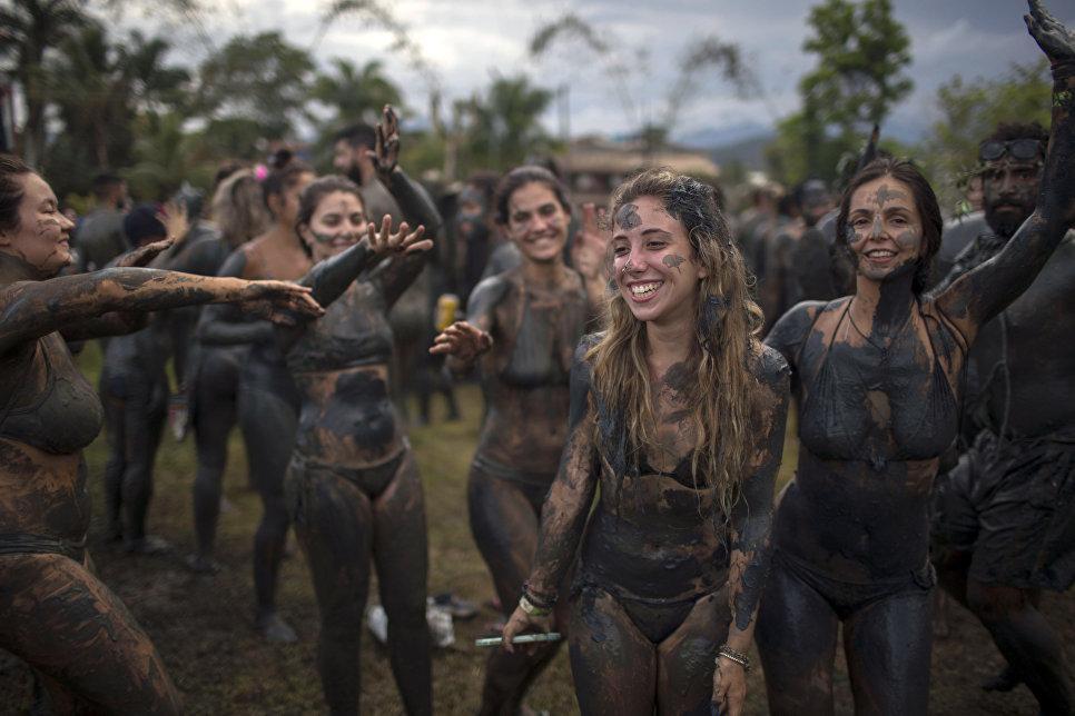 Грязевой карнавал в Парати, Бразилия