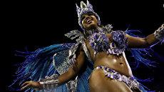 Участница карнавала в Рио-де-Жанейро