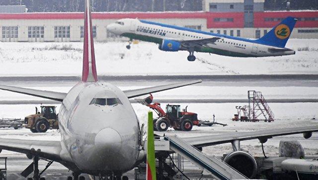 Вмосковском аэропорту задымился самолет спассажирами