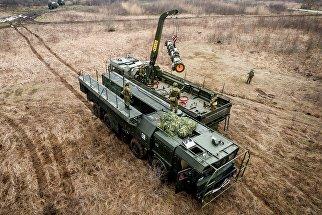 Военнослужащие во время учений оперативно-тактического ракетного комплекса (ОТРК) Искандер-М.ндер-М во время тактических учений расчетов по управлению ракетными ударами