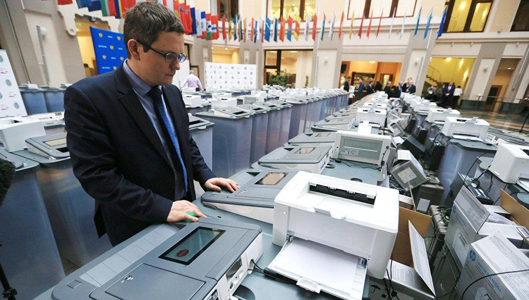 Комплексы обработки избирательных бюллетеней в ЦИК РФ. Архивное фото