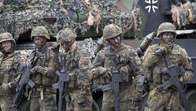 Голые солдаты на поле видео