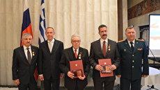 Церемония награждения граждан Греции медалями За заслуги в увековечивание памяти погибших защитников Отечества в посольстве России в Афинах