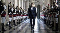 Президент Франции Эммануэль Макрон в Версальском дворце