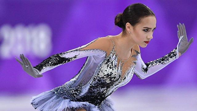 Российская фигуристка Алина Загитова выступает в короткой программе женского одиночного катания на соревнованиях по фигурному катанию на XXIII зимних Олимпийских играх