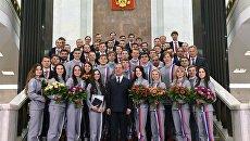 Церемония вручения премьер-министром РФ Д. Медведевым автомобилей победителям и призерам зимней Олимпиады -2018 в Пхенчхане. Архивное фото