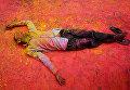 Фестиваль красок Холи в Калькутте