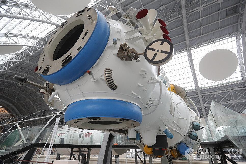 «Кристалл» — четвертый модуль орбитальной станции «Мир»
