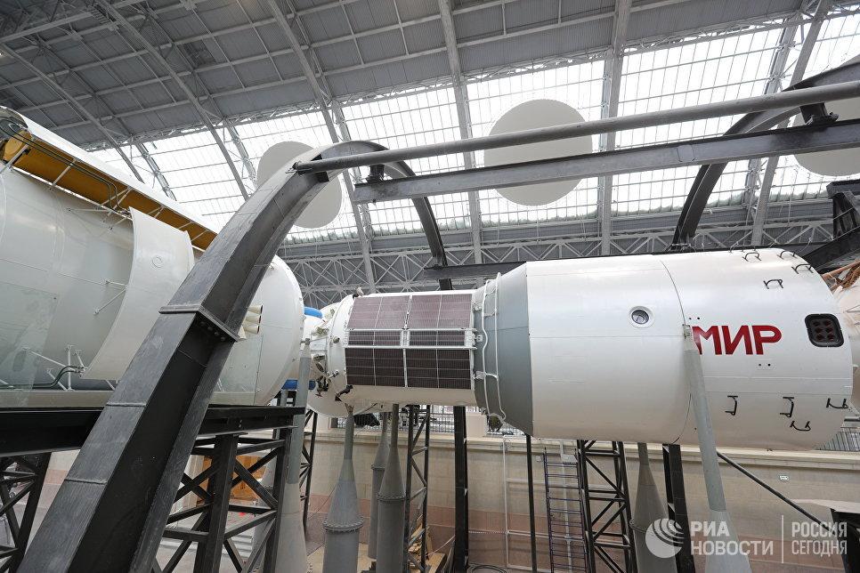 Полноразмерный макет орбитальной станции «Мир»