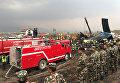 Спасатели на месте крушения самолета авиакомпании US-Bangla Airlines в Катманду, Непал. 12 марта 2018