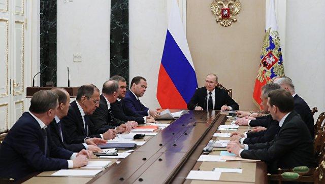 Президент РФ Владимир Путин проводит совещание с постоянными членами Совета безопасности РФ. 15 марта 2018