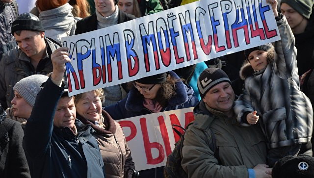 Участники митинга, посвященного годовщине воссоединения Крыма с Россией, во Владивостоке. 18 марта 2018