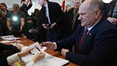Руководитель КПРФ Геннадий Зюганов голосует на выборах президента РФ на избирательном участке в Москве. 18 марта 2018