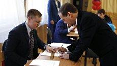 Председатель правительства РФ РФ Дмитрий Медведев на избирательном участке в Москве во время голосования на выборах президента РФ. 18 марта 2018