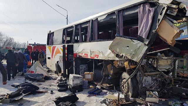 Названа причина столкновения автобуса из Армении с фурой под Воронежем