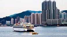 Вид с моря на Гонконг