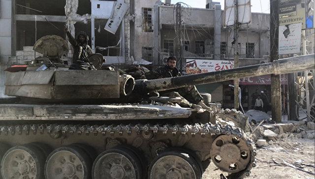 Бронетехника сирийской армии в освобожденном населенном пункте Кафр-Батна в восточной Гуте. Архивное фото