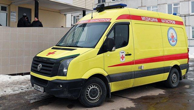 Автомобиль реанимации у приемного отделения Центральной районной больницы Волоколамска, куда местные жители обращались в связи с ухудшением самочувствия. 21 марта 2018