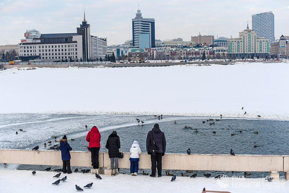 Жители Казани на набережной озера Нижний Кабан