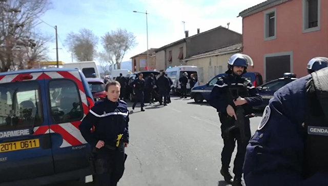 Во Франции обменявший себя на заложницу жандарм обвенчался на смертном одре