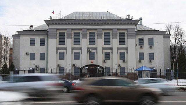 Украинское государство покидают тринадцать дипломатов из РФ